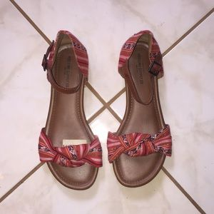 Mossing Sandals